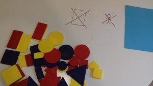 Montessori para mayores, usando bloques lógicos